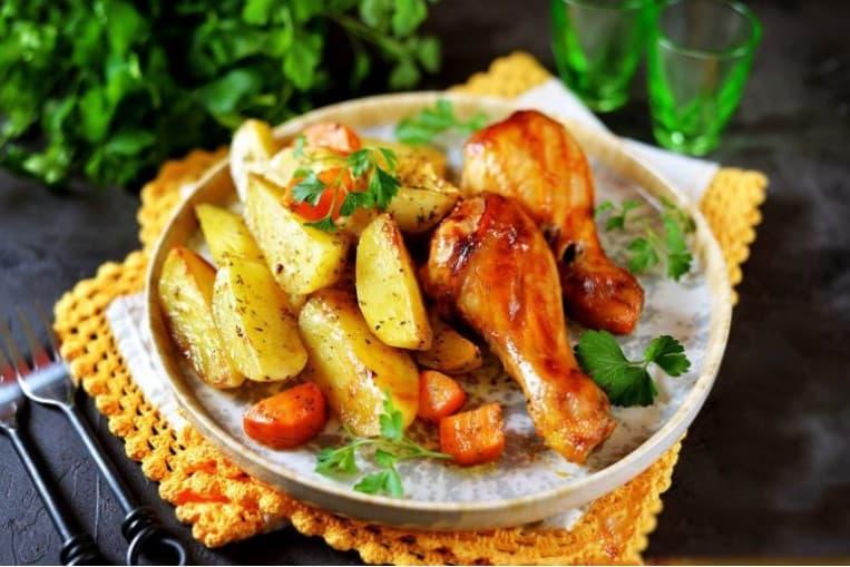 Шашлык из куриной голени, картофель по-деревенски