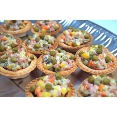 Тарталетка с салатом «Оливье»