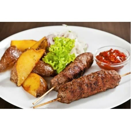 Люля-кебаб, картофель по-деревенски, соус чесночный