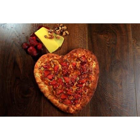 Пицца «Сырная с клубникой»