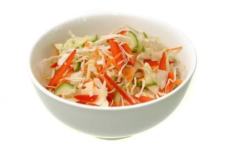 Салат из свежей капусты с перцем болгарским и огурцами