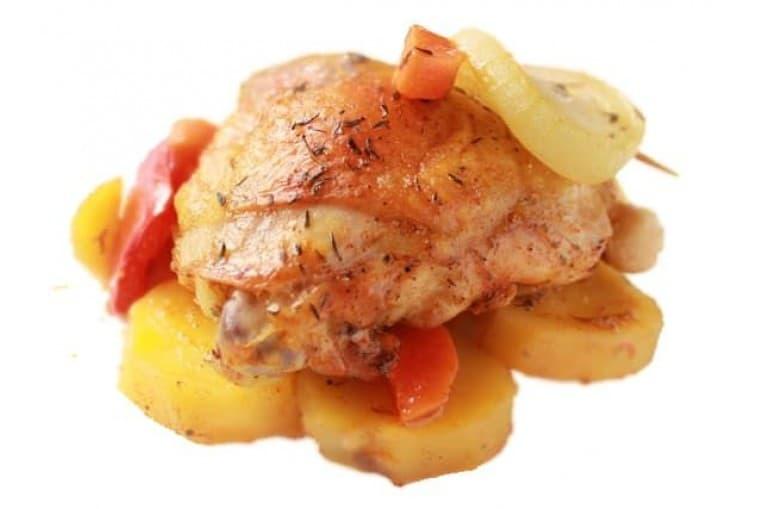 Курица с овощами в соусе карри, картофель запеченный