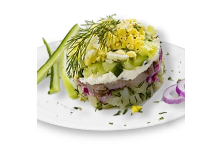 Cалат «Селедочный» (сельдь шеф-посола, картофель, яйцо, огурец, зелень)