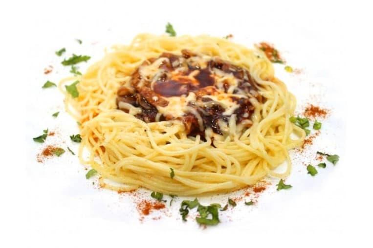 Спагетти «Обед лесника» с курицей, грибами и сыром