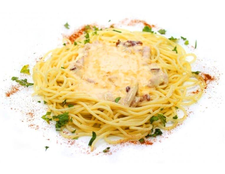 Спагетти «Карбонара» с копченой грудинкой и сыром