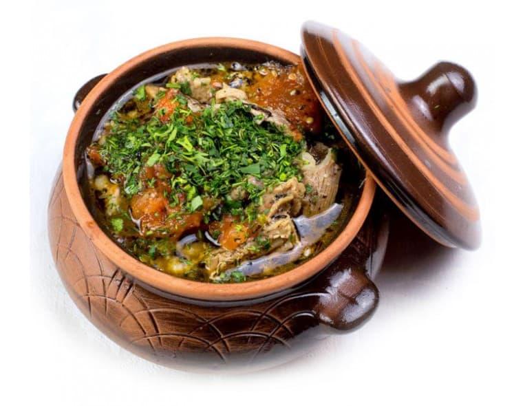 Азу по-татарски в горшочке