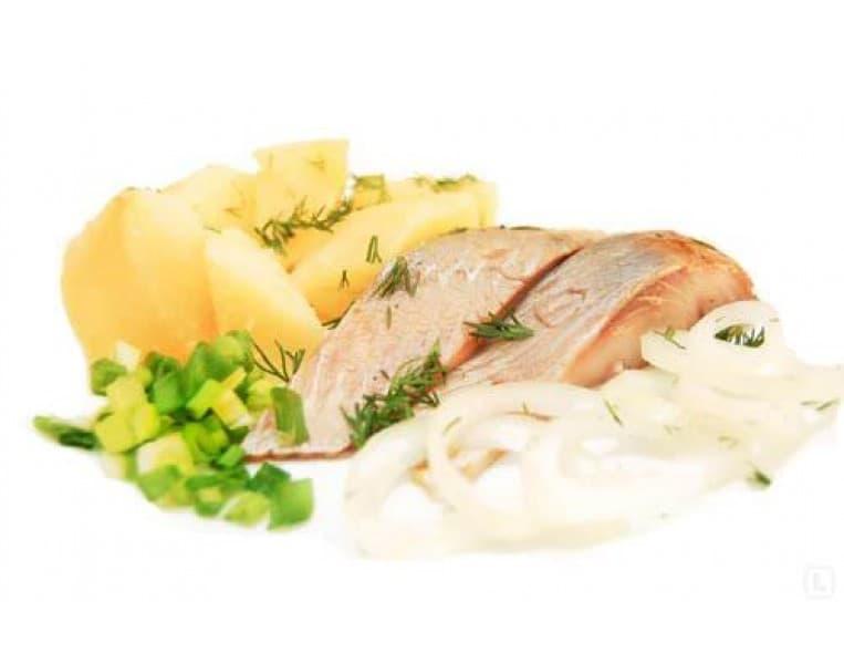 Рулеты из скумбрии, картофель отварной с зеленью
