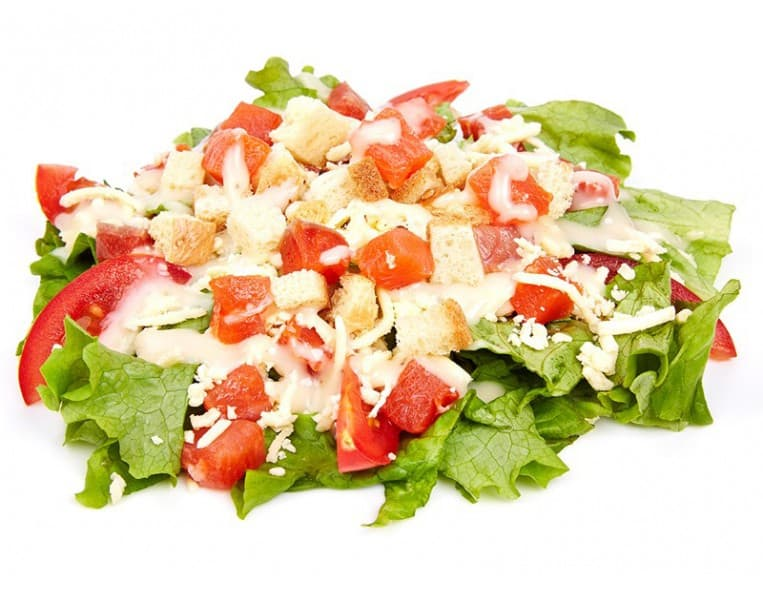 Салат «Каприз» (ветчина, яйцо, помидор, сыр, сухарики, соевый соус, майонез, чеснок)