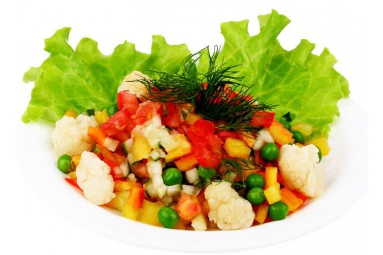 Салат «Лёгкий» (капуста пекинская, перец болгарский, огурец, помидор, кукуруза, зелень, заправка растительная)