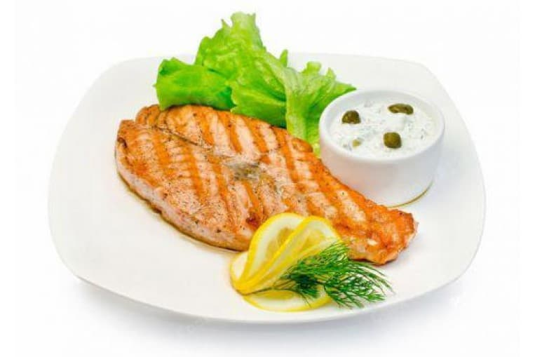 Дальневосточный лосось жареный, картофель запеченный с соусом тар-тар