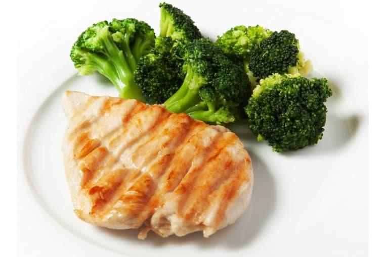 Филе цыплёнка гриль с овощами приготовленными на пару