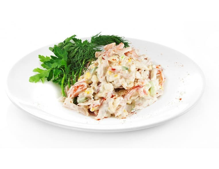 Салат «Настроение» (кукуруза, фасоль, помидор, капуста, майонез)