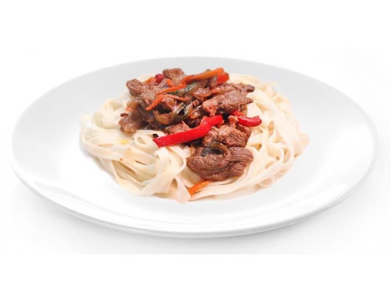 Свинина с овощами и лапшой в остром соусе «Cпайс»